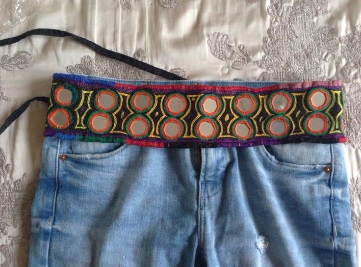 Cinturones hechos a mano con espejitos redondos. Todos distintos!! . 19 euros con el envio! #cinto #cintoespejos #cintohippie #mirrorbelt #handmade  Follow me : instagram @hippieholi Facebook: hippie holi shop