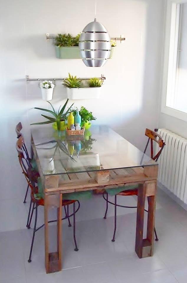 Mesa feita de pallets. By: Eco Daisy                                                                                                                                                                                 Más