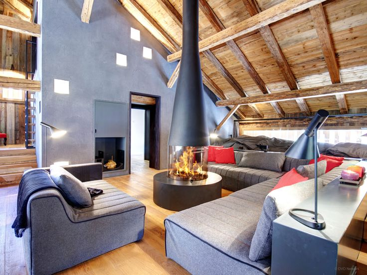 Luxury villa at heart of Portes du Soleil sleeps 14, indoor pool, lift, billiards room, garage and garden. Close to ski bus stop, Geneva airport 1hr