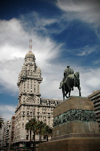 Plaza Independencia, Palacio Salvo - Montevideo, Uruguay