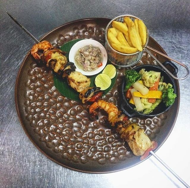 WEBSTA @ ayodyabali - @gusabri knows how to prepare this giant seafood skewer with sambal matah just for you! #seafood #foodism #instafood #foodporn