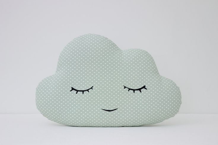 Set di due cuscini-luce corallo sorridenti nube e menta verde con tinta grigio chiaro pois nube di sonno. tessuto 100% cotone su entrambi i lati dei cuscini e riempimento fibra anallergica poli. Cloud-43x28cm (17 x 11) Lavare in lavatrice 30 c. Saremo presenti a