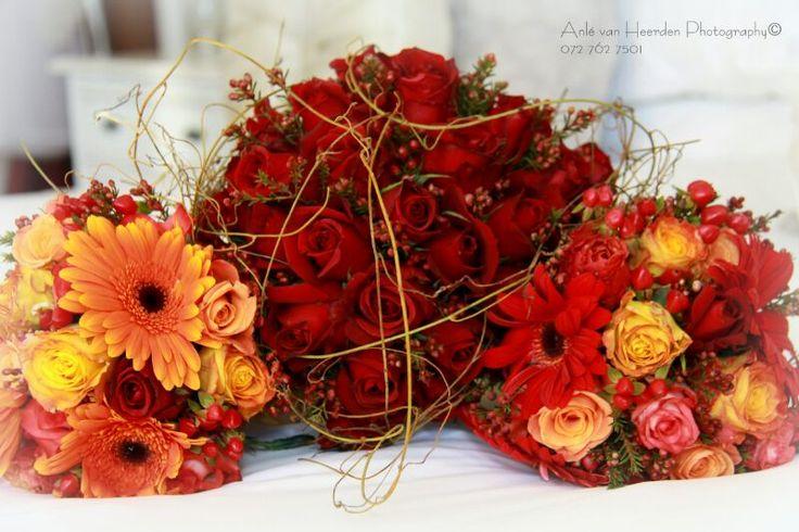 Autumn wedding - Bride & brides maids bouquets