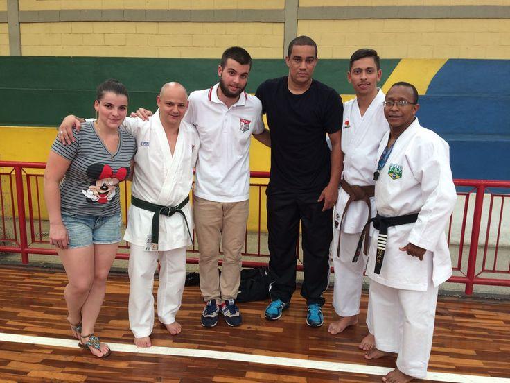 Diretores da Adeb são certificados como árbitros Acak de karate - Projeto Impacto Total busca recursos para representar Botucatu em competições  Os membros diretores da Associação Desportiva de Botucatu (Adeb), Ramon Maitan e Felipe Ebúrneo, participaram do 4° Simpósio de Atualizações e Técnicos da Acak (Associação Cooperativa das Academias de Karate), no - http://acontecebotucatu.com.br/esportes/diretores-da-adeb-sao-certificados-como-arbitros-acak-de-karate/