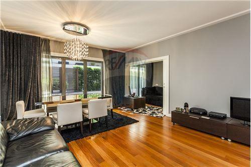 Lisboa, Condomínio Infante à Lapa. Apartamento de luxo com 90 m2, T1 + 1. Vendido por 500 mil euros em Maio de 2015. Vendido por Diogo Neto.
