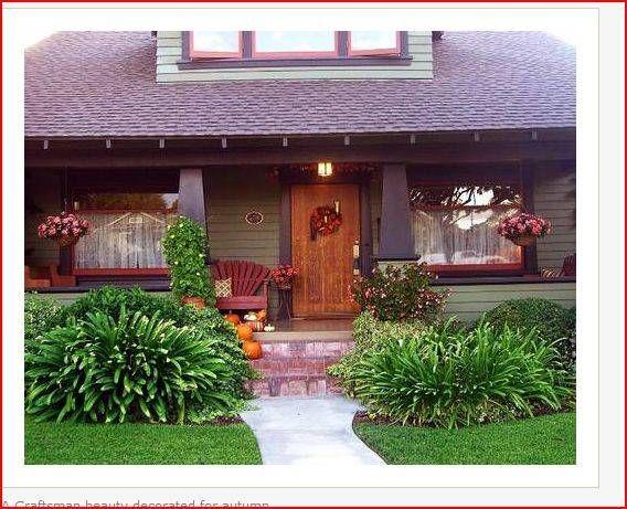 front porch: Decor Tips, Little House, Front Landscape, Front Doors, Cottages Porches, Fall Decorating, Gardens Outdoor, Decorating Tips, Front Porches