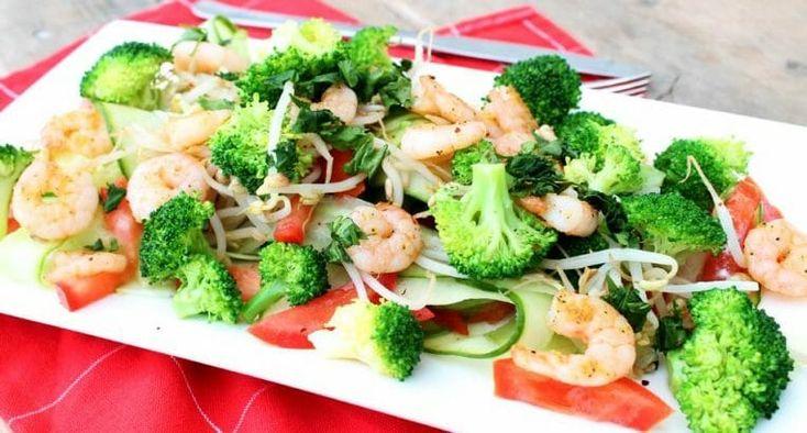 Diner recept: Pad Thai salade met garnalen