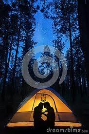 couple night onder de sterren camping