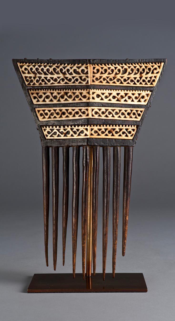 Indonesia - Moluccas, Tanimbar | Wood and bone comb | ca. 19th century