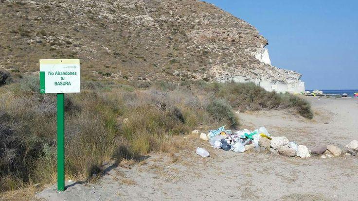 Por favor, cuidemos nuestras playas! #xorayque #xorayquealmeria #almeria #cabodegata #caladeenmedio #greenwashing #cuidemosnuestratierra