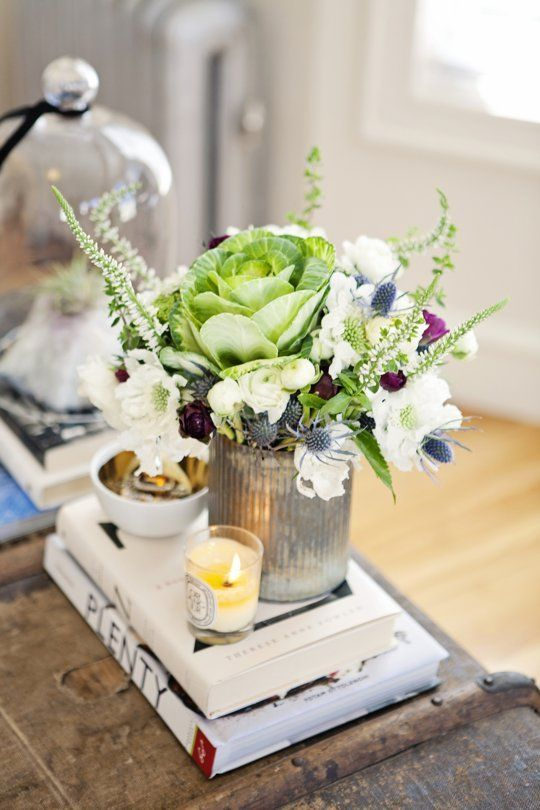 Rooms In Bloom: 14 Fabulous Floral Arrangements from Our House Tours | Apartment Therapy: