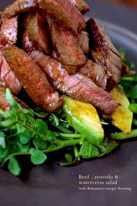 こんばんわ☆ 今夜のOsteria poppo は、ボリュームたっぷりの ステーキサラダでっす☆☆☆  ミディアムレアに焼いた、黒毛和牛のもも肉の...