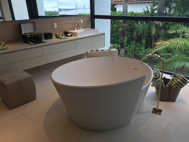 #‎MastellaDesign‬ projects ‪#‎spotted‬ in ‪#‎Miami‬: the bathrooms of this luxury villa are furnished with Anahita ‪#‎bathtub‬. #design #bathdesign #designbath #bathroom #architecture #villa