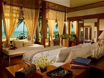 Berbalut desain khas Melayu dengan atap bangunan yang berlapis alang-alang serta kehadiran pohon kelapa yang melambai santai, Tanjong Jara resort tampak bagai Istana Raja-raja Melayu dari abad pertengahan. Wow! Pesan Hotelnya disini http://www.voucherhotel.com/malaysia/dungun/188506-tanjong-jara-resort-dungun/