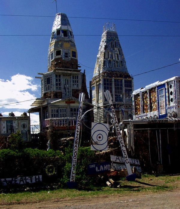 """Gleaming self-built castle towers made from beer cans and inspired by """"Vitamin Mary Jane"""""""