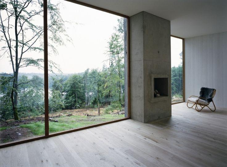 Hade lätt mejat ner vårt ställe vid havet för detta hus (i Varberg) som är alldeles perfekt på alla sätt för den tomten. Jag tycker om när arkitekturens enkelhet låter naturen få ta plats och tala för sig själv. Här vill man ju bara sitta ner och läsa en … Continued