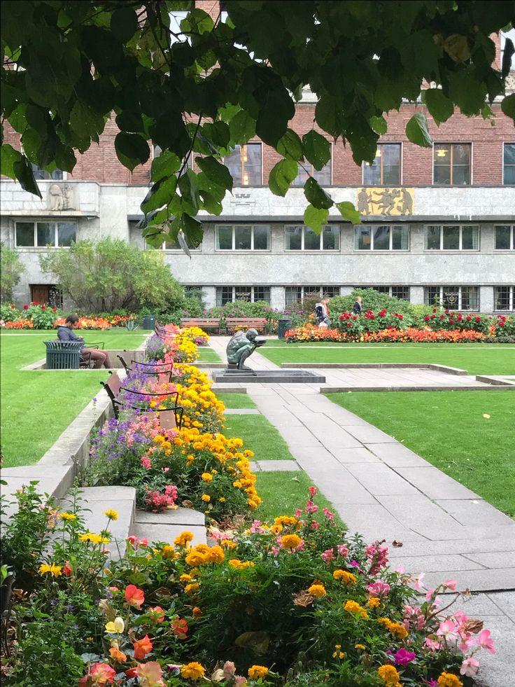 Oslo, jardins da Câmara Municipal