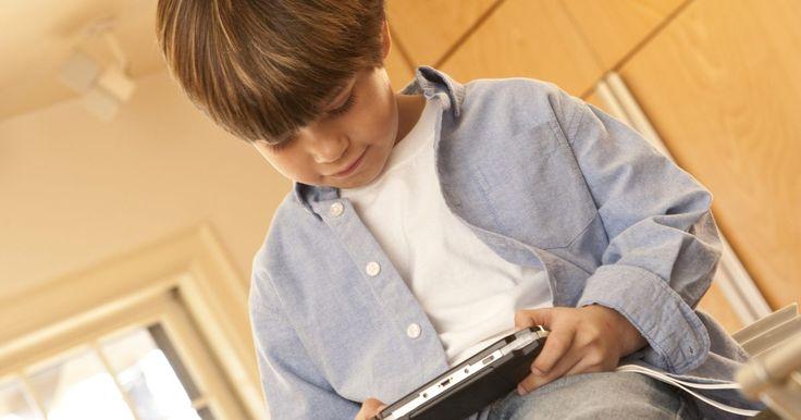 Como consertar meu PSP quando ele desliga sozinho. O PlayStation Portable (PSP) é tanto um computador de mão quanto uma máquina de jogos portátil. O sistema operacional do PSP pode ser corrompido durante o uso normal e de repente fazer com que ele se desligue. Você não precisa de ferramentas para corrigir o sistema operacional para que ele fique ligado depois que o botão de energia for ...