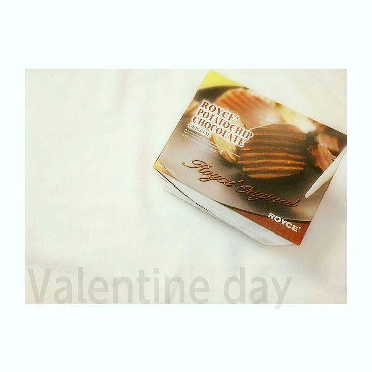 今年の#バレンタイン は適当でごめんね  でもこれめちゃうまっっ   #valentineday#ロイズ#royce#ポテトチップス#ポテチ#チョコレート#chocolate by aooi1209