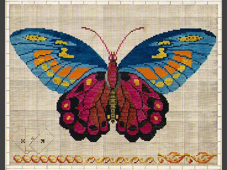 Mönster. För korssöm, målat på upprutat papper. Fjäril i blått, orange, vinrött och svart