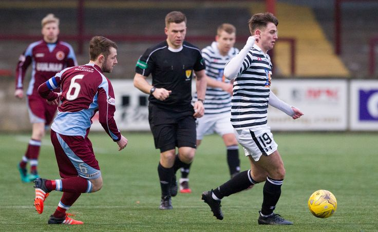 Queen's Park's Gavin Mitchell on the ball during the Ladbrokes League One game between Stenhousemuir and Queen's Park.