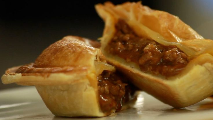Food Thinkers by Breville – Chef Sam Jackson creates an Australian Meat Pie Recipe