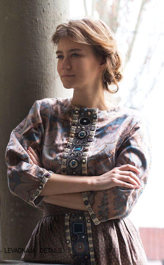 Блуза из сатина с вышивкой, классическая модель, вышивка спереди и на спинке. Юбка из шелка ручной работы, с вышивкой Levadnaja Details