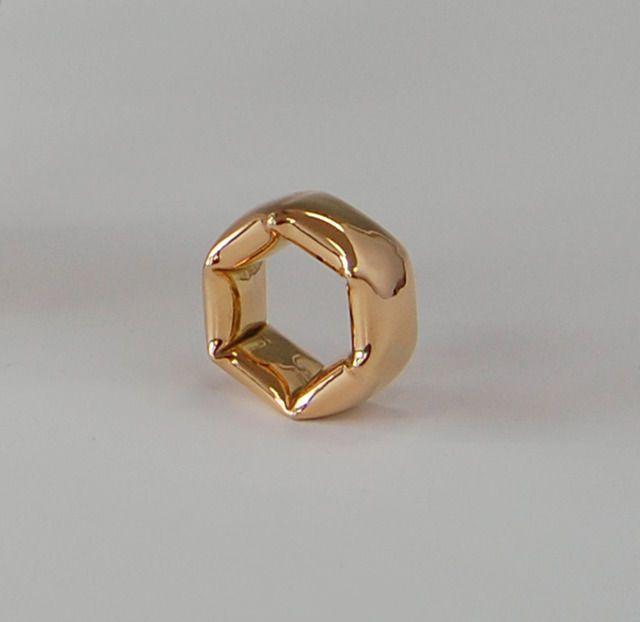 ballooned form, ring, 2013, by Fumiki Taguchi