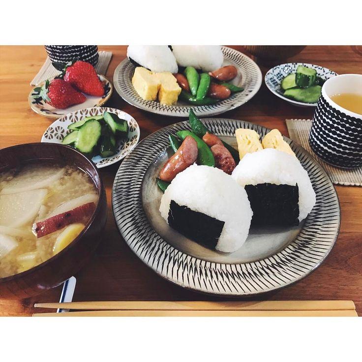 いいね!109件、コメント3件 ― Arisa Shinoharaさん(@shinopii6)のInstagramアカウント: 「朝昼ごはん おにぎりプレート☺かのやだしのお味噌汁美味しい( ˆoˆ )  #朝ごはん#昼ごはん#おうちごはん#うちごはん#おにぎり#スナップエンドウとウインナーの炒め物…」