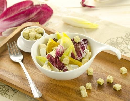 Chicorée-Radicchio Salat mit Blauschimmelkäse