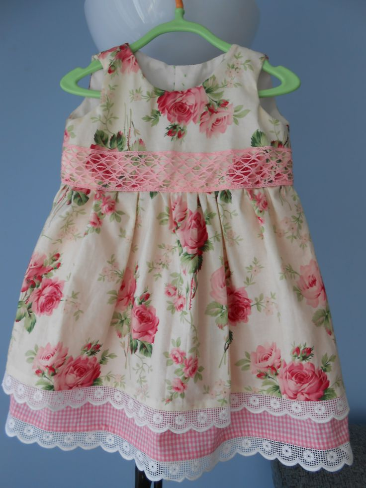 Vestido de niña, en algodón. Talla 2-3 años