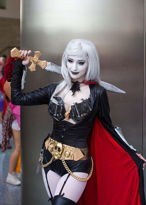 Sexy lady death cosplay