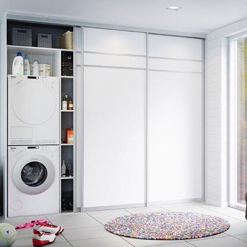 Alle drømmer om et ryddig vaskerom. Skyvedørsgarderober fra Garderobe-Mannen er en god start✨ #skyvedørsgarderobe #skyvedører #vaskerom #garderobe #garderobemannen