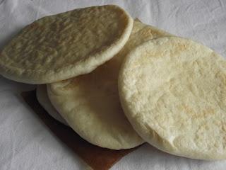 """Tanulj meg (kenyeret) sütni!: Pita, a mediterrán """"zsebes"""" kenyér"""