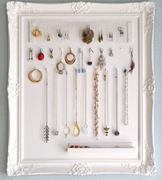 jewelry frame...push pins on cork
