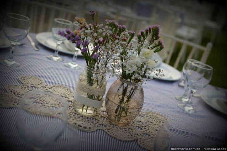 Centros de mesa DIY para tu recepción #mesas #decoracion #recepcion #catering #centrosdemesa #boda #matrimonio #table #decoration #centerpiece #wedding #celebration #diy #doityourself