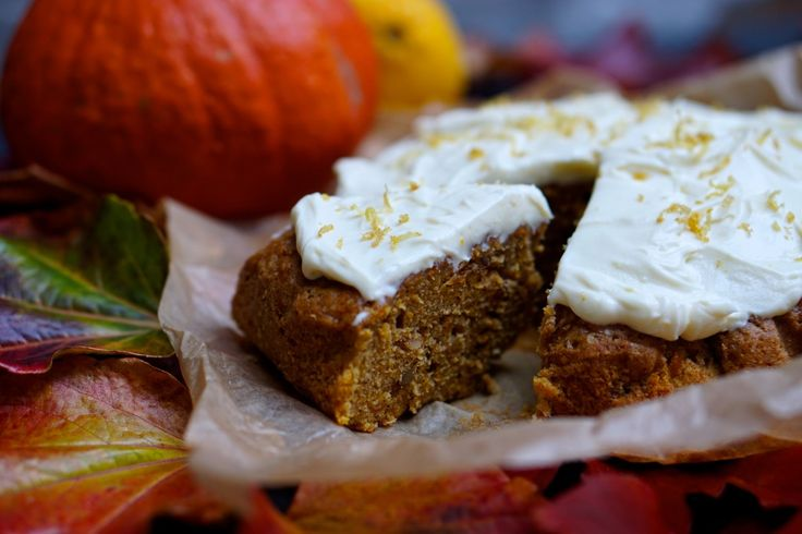 Krydret græskarkage med appelsin- og citron topping // Pumpkin cake with orange and lemon topping