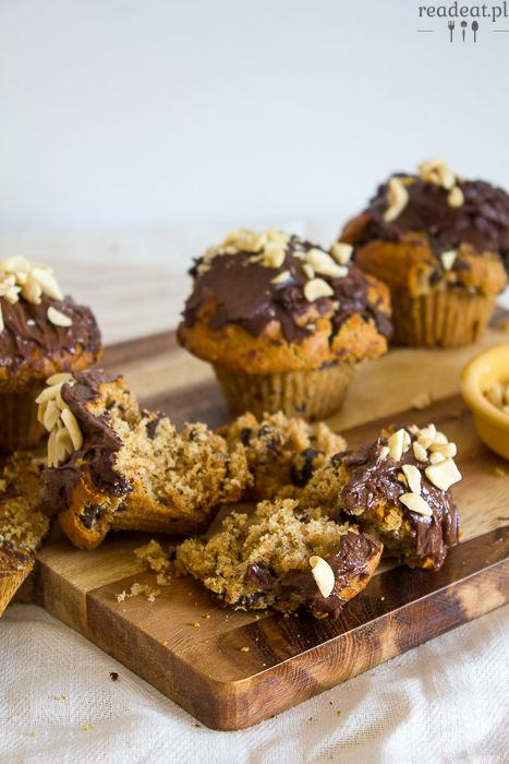 Liquorish peanut butter muffins with chocolate :: readeat.pl