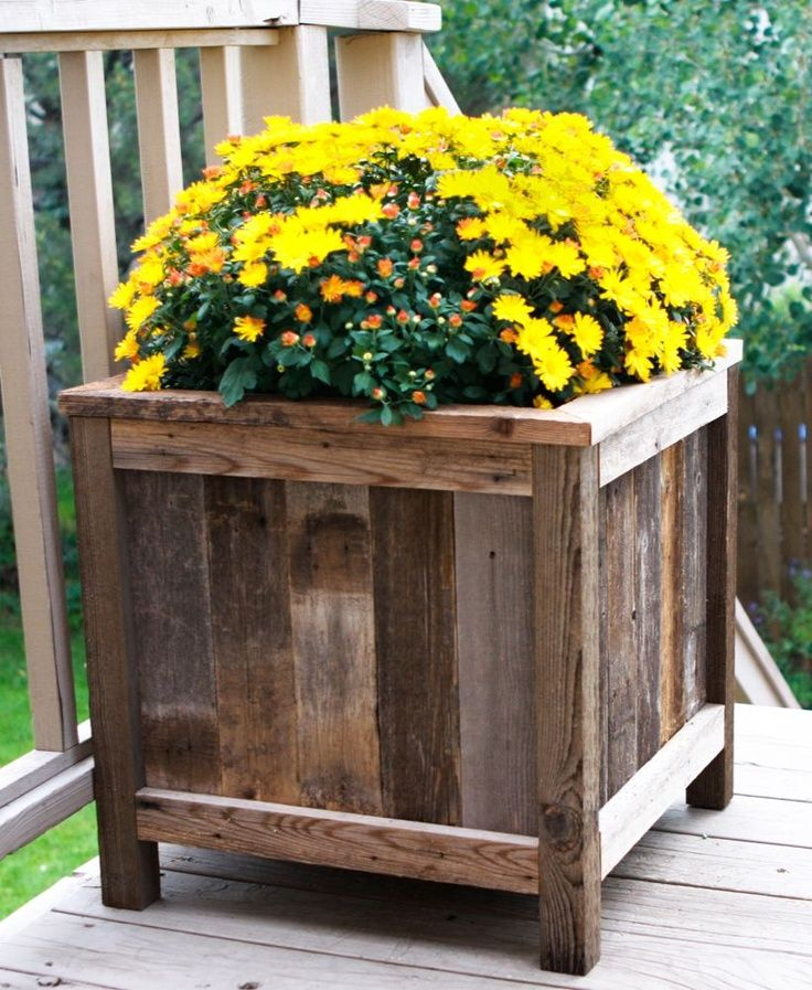 Diy projects with old barn wood wood plant boxes for Ideas using old barn wood