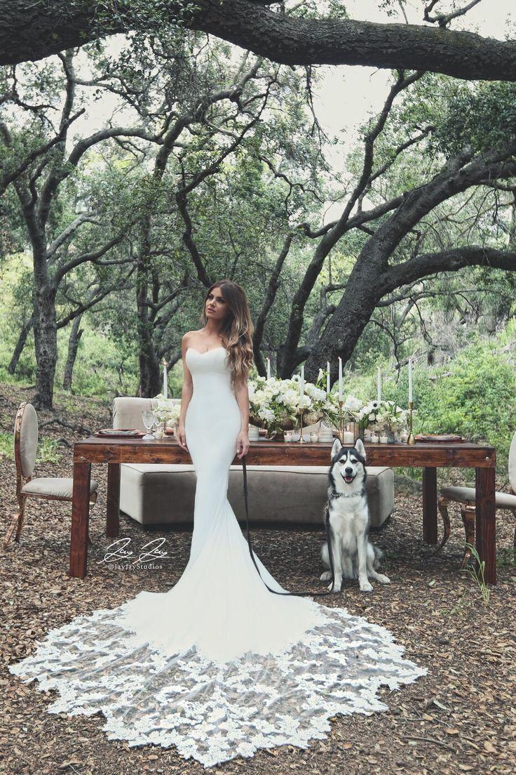 Wedding dress: Enzoani Larissa lace train bridal gown from Karoza Bridal / Photography by Jay Jay Studios