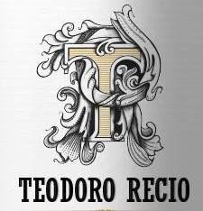 """De la mejor tierra, de la mejor uva, nuestro mejor verdejo. Un vino verdejo elaborado de nuestros viñedos de mas de 30 años, situados en los pagos de Barco Briones, Macaná y Monte Pedroso. Con el mayor de los cuidados. Robeser Verdejo100%, es el punto de partida de """"Bodegas Teodoro Recio"""" un proyecto de familia que pretende desarrollar la actividad de elaboración de vino verdejo con D.O. Rueda."""
