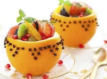 portakal kabugu icinde meyve salatasi sunumu