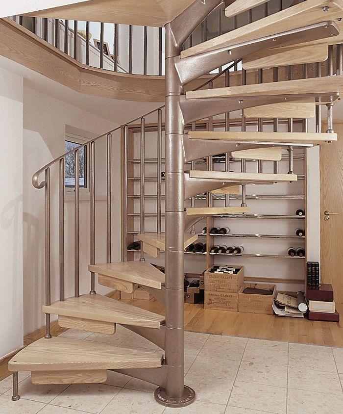 Spiral Staircase (metal Frame And Wooden Steps)   S/33/1