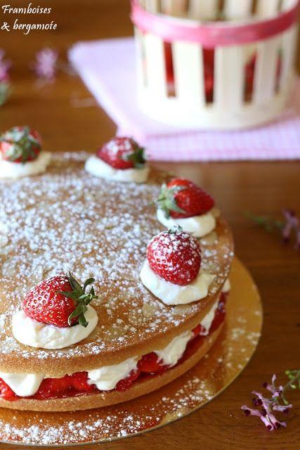 Le victoria cake est un gâteau anglais traditionnellement servi pendant le thé de l'après midi, qui aurait été le gâteau préféré de la ...