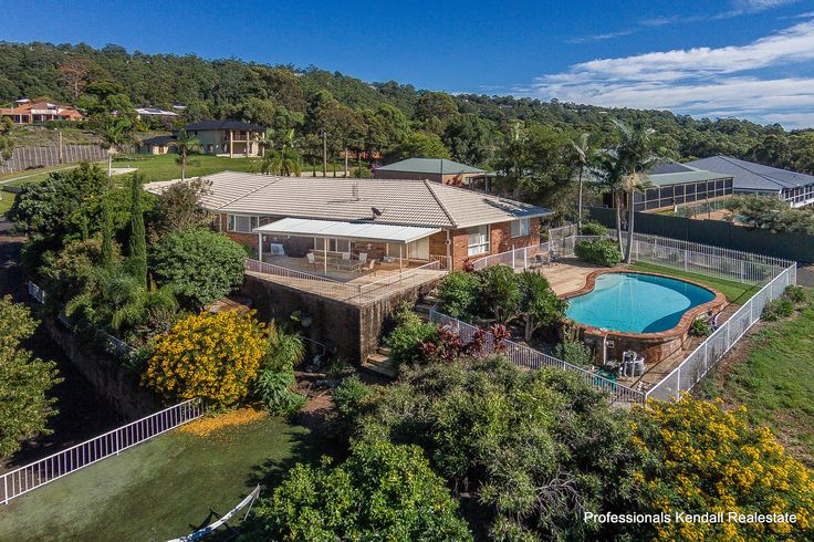Featured property of the week : April 20th - 26th .. 5 Celebes Court ... fantastic views towards the Gold Coast from the Southern end of Tamborine Mountain.