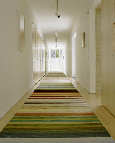 Modern spaces no baseboard design ideas for the house - Alfombras para pasillos modernas ...
