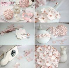 Adorno con bola de espuma de poliestireno con flores de papel hechas con punzón