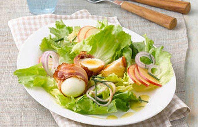 Endiviensalat mit Speck-Eiern - Kohlenhydratfreie Rezepte für die Low carb Diät - Zutaten (für 4 Personen): 8 deutsche Eier (Größe M) 1/2 Kopf Endiviensalat 1 rote Zwiebel 1 rotschaliger Apfel 2 EL Apfelessig 2 TL mittelscharfer Senf Salz...