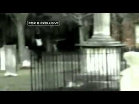 Casual   Fantasma de niño corriendo en cementerio en Estados Unidos Dudoso