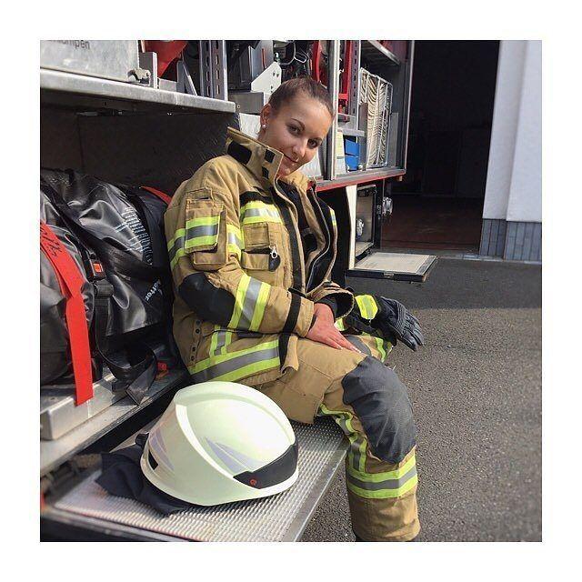"""FEATURED POST   @kaetetinka -  Einwenig Tacheles zum Weltfrauentag.- Ich liebe es in der Freiwilligen Feuerwehr zu sein! Doch auch hier ist es für Frauen nicht immer leicht. Es gibt sowohl als im Privaten so wie auch in der Feuerwehr immer wieder Leute die behaupten das Frauen dort nichts zu suchen haben. Wir als """"Mannsweiber"""" abgestempelt werden. Uns glaubt man nicht das wir die Aufgaben schaffen. Allzu oft werden wir mit noch viel mehr Aussagen / Meinungen regelrecht bombardiert. Als…"""